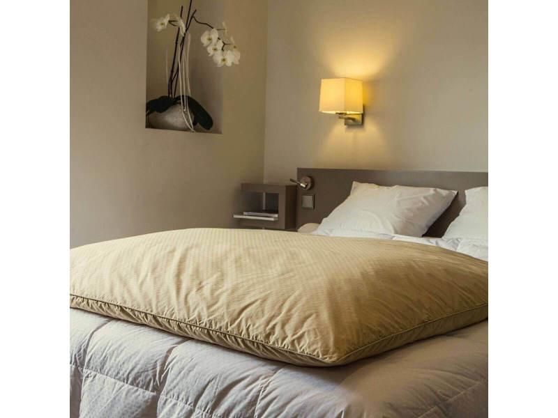 Édredon gonflant jacquard couleur beige dimension taille - 140x160 cm