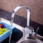 Robinet de cuisine contemporain muni de spray démontable, un robinet fini en chrome  pour un style contemporain