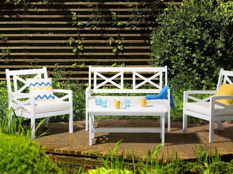 Salon de jardin en bois blanc et coussins beiges baltic ...