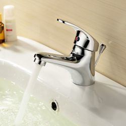 Robinet de lavabo fini en chrome, style simple et contemporain muni d'une seule poignée