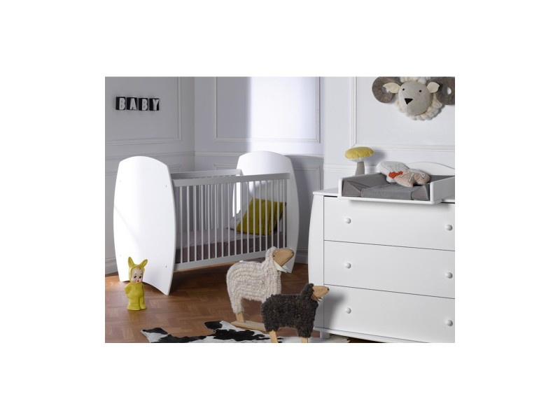 Petite chambre lit bebe pr l vement d for Conforama tapis chambre