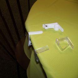 4 pinces transparentes pour nappe 4.6 x 4.3 cm