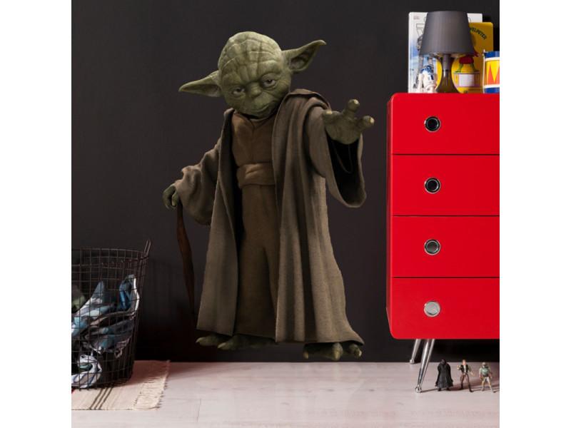 Stickers géant jedi yoda star wars vue devant meuble rouge
