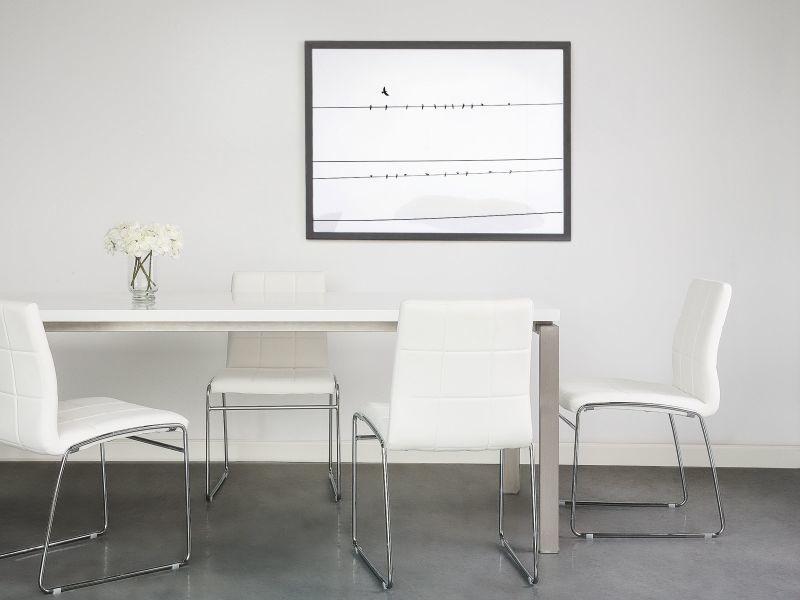 Deux chaises de salle à manger en simili cuir blanc kiron 66701